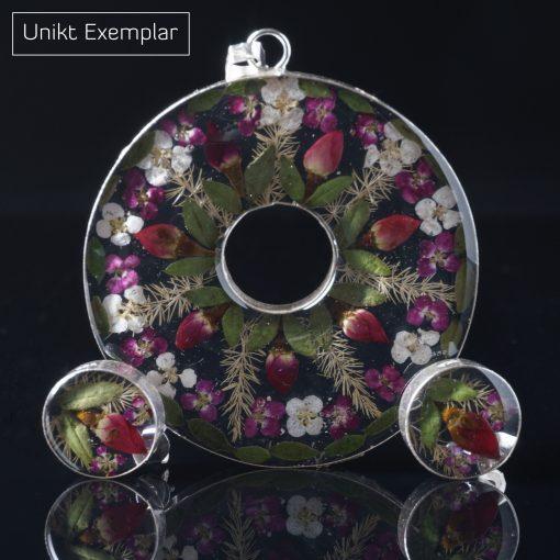 Rund Natur: kombination av berlock och örhängen med resin och naturliga blommor som finish. Ramar sterling silver.
