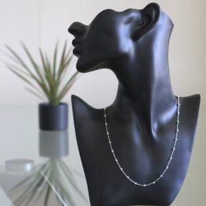 Lacaille: Halsband sterling silver, små länkar, små rutiga bollar med glansig finish