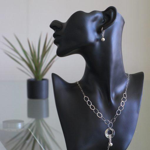 Mirzam - Kombination av halsband, berlock och örhängen. Glansig sterling silver med små och stora ringar, boll.