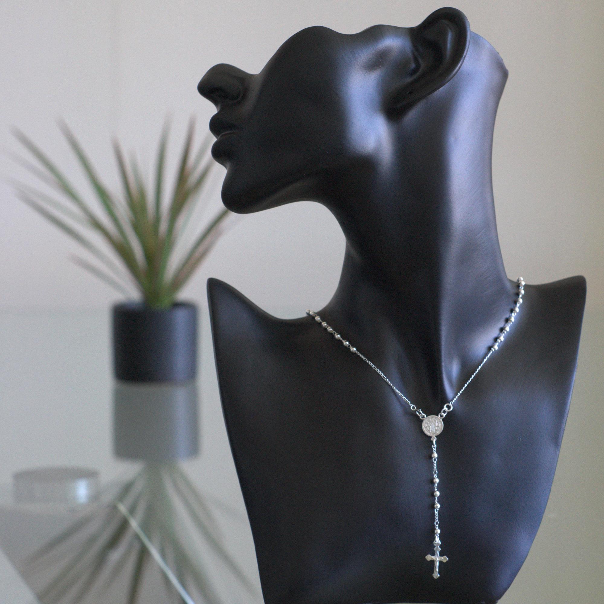 Rosary sterling silver, små bollar och kors, med glansig finish.
