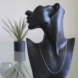Vela: Halsband sterling silver, liten länk, med glansig finish.