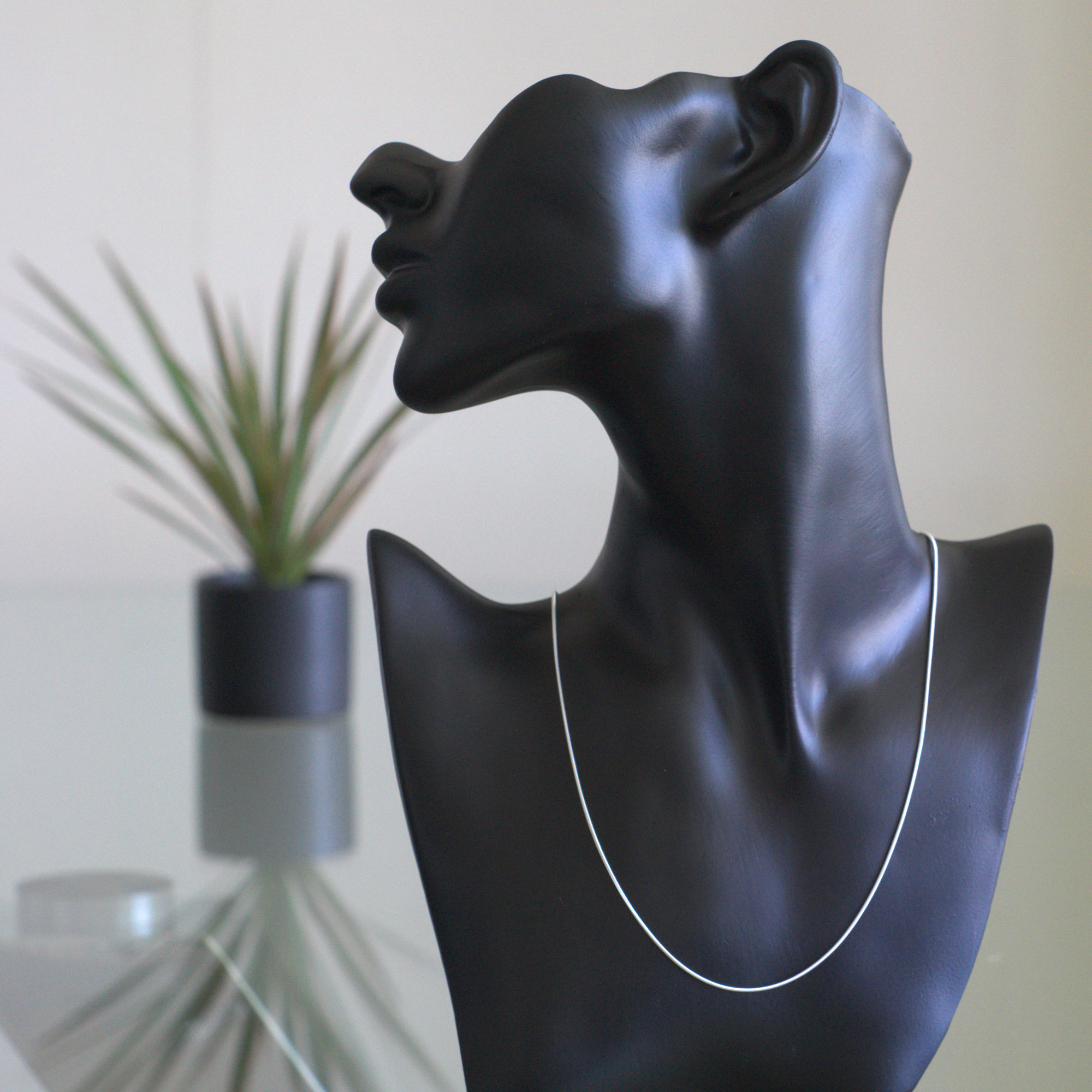 Zeta - Halsband sterling silver, lax ben, med glansig finish