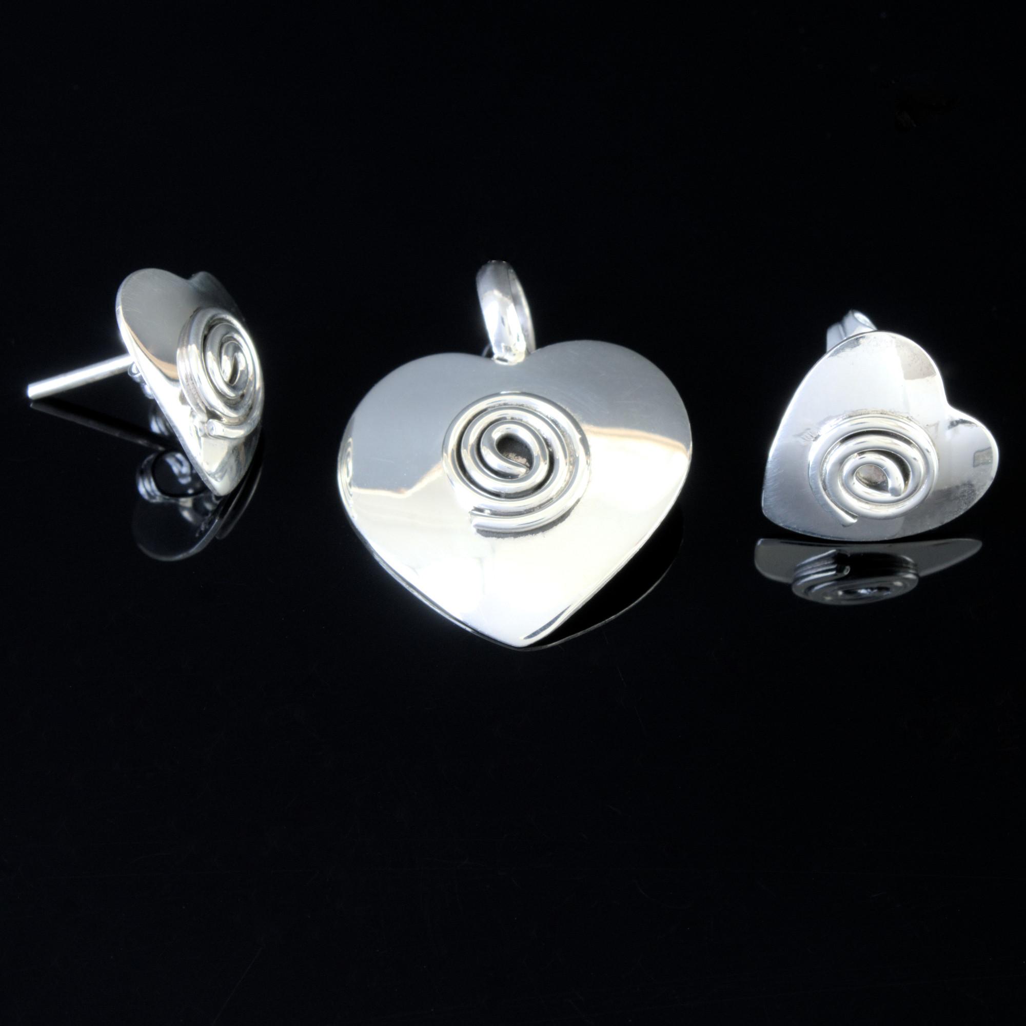 Isar: kombination av berlock och örhängen, hjärta med spiral, glansig silver finish
