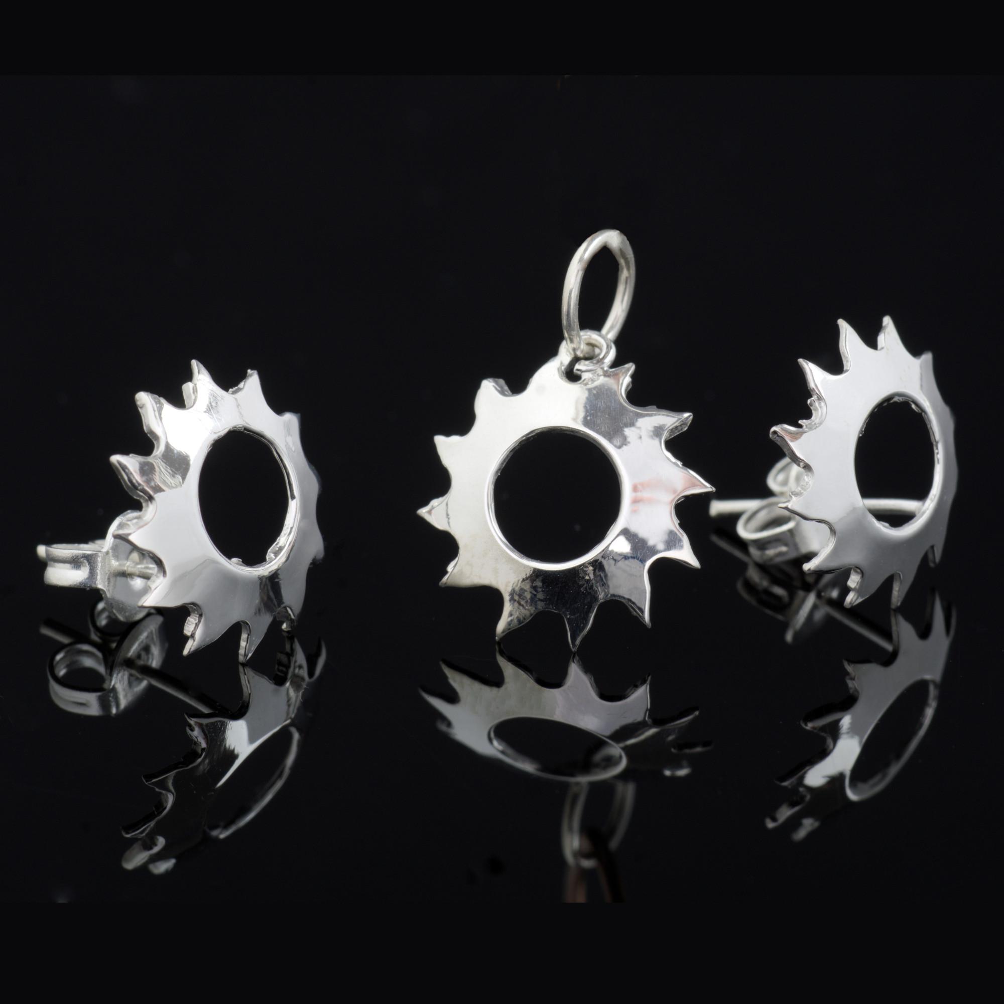 Sol: Kombination med berlock och örhängen, cirkel med glansig silver finish
