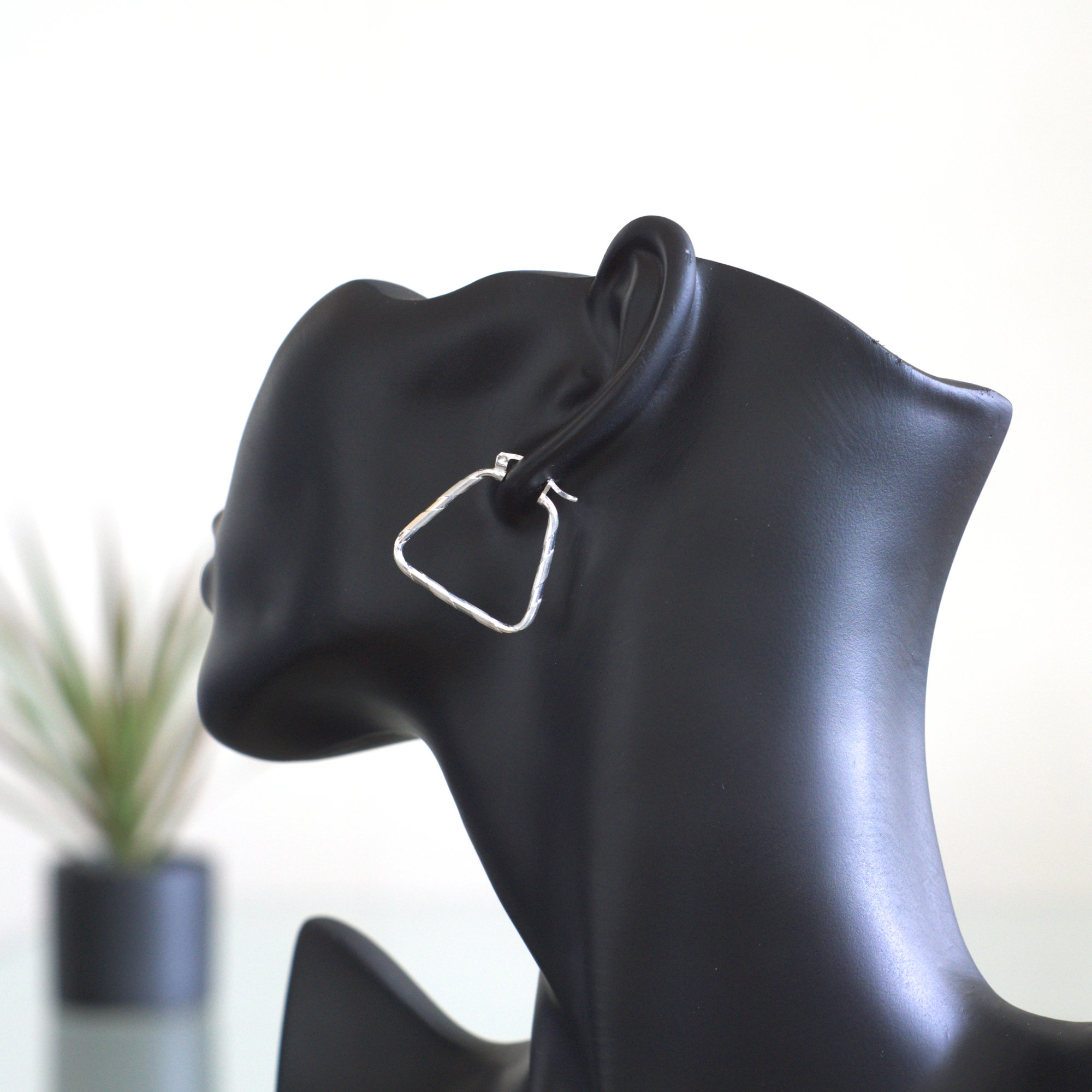 Aro Cristina: Örhängen sterlingsilver, triangel, glansig och polerad silver finish