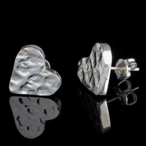 Gliese: örhängen sterling silver, hjärta med hamrad finish