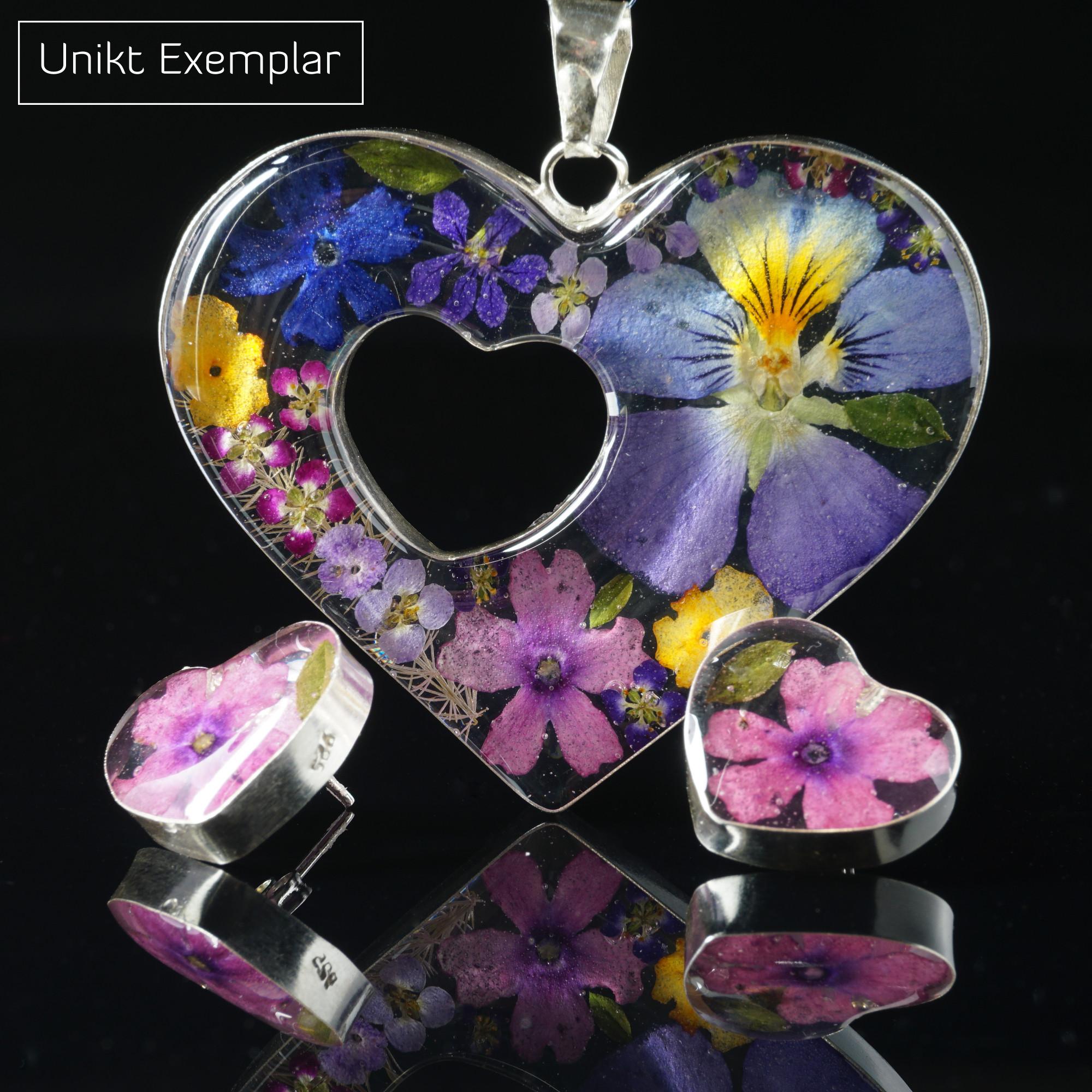Naturligt Hjärta: örhängen och hänge gjorda av silver och naturliga blommor