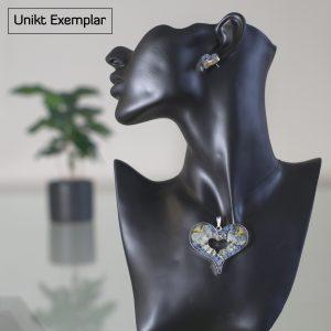 Valeria - Kombination med berlock och örhängen, beige, blå, grön